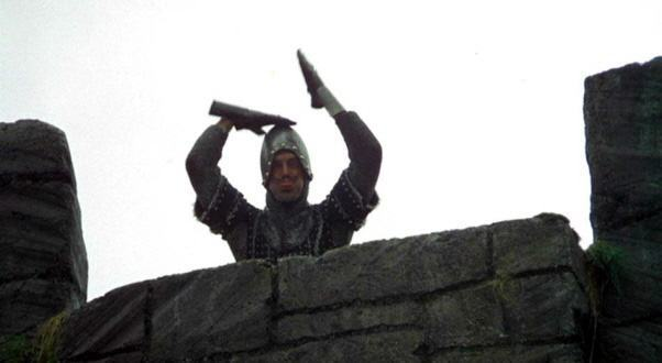 Monty-Python-and-the-Holy-Grail-French-taunter