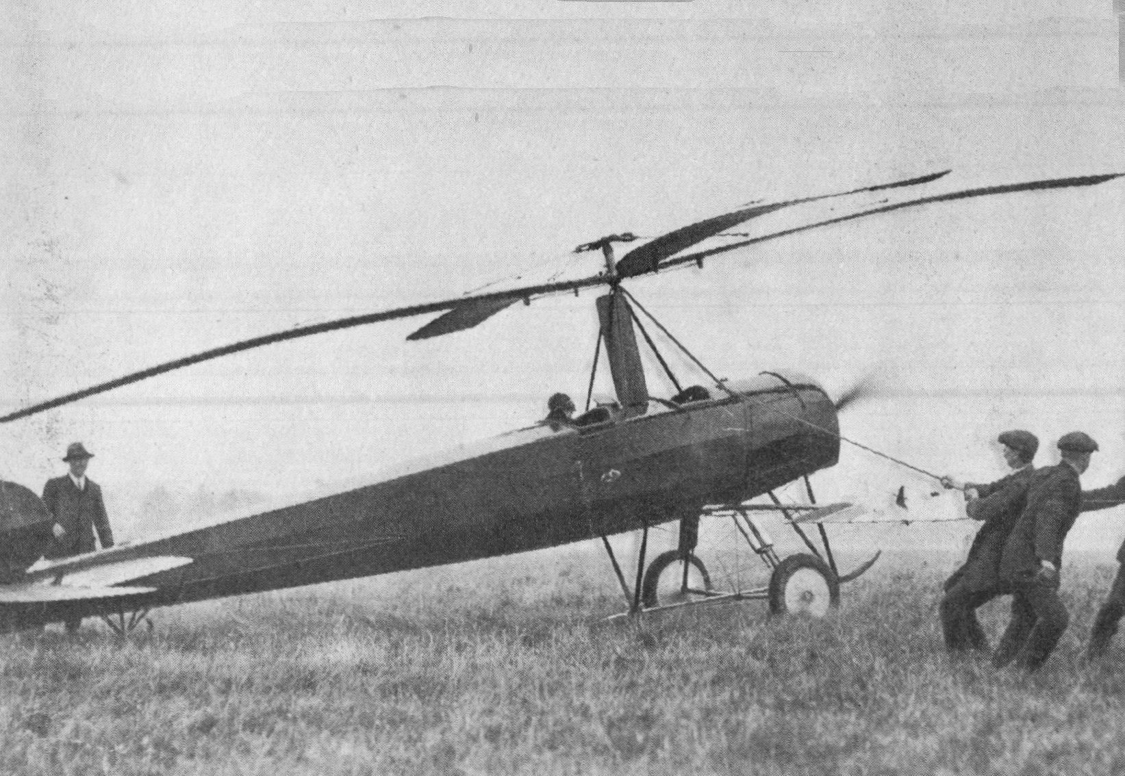 Autogyro_at_Farnborough,_1925_(Our_Generation,_1938)