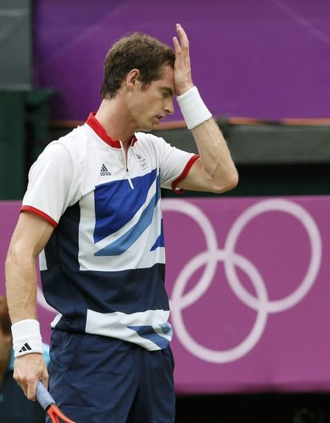 Great Britain's Andy Murray reacts during his men's singles tennis match against Switzerland's Stanislas Wawrinka at the All England Lawn Tennis Club during the London 2012 Olympics Games July 29, 2012. REUTERS/Stefan Wermuth (BRITAIN - Tags: OLYMPICS SPORT TENNIS)