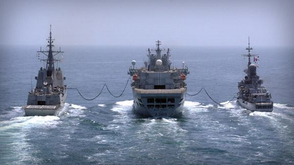 Wave-Knight-refuelling-at-sea