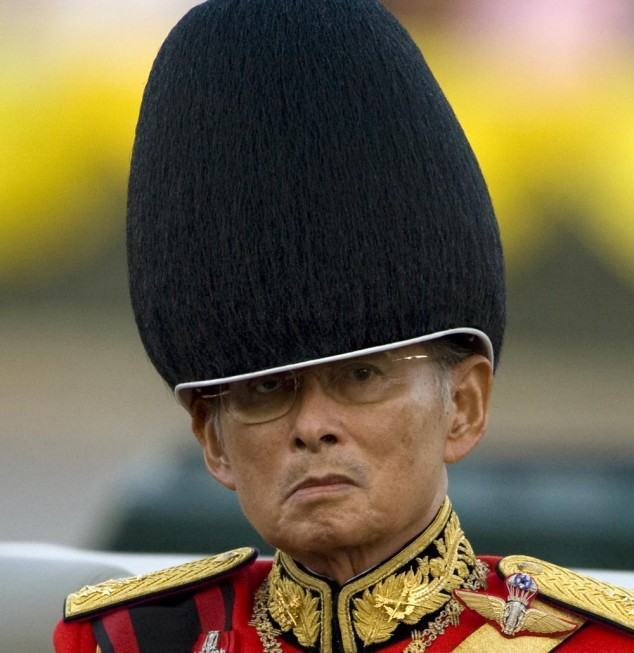 Thailand's revered King Bhumibol Adulyadej attends the annual Trooping of the Colour, an annual military parade, in Bangkok's Royal Plaza on December 2, 2008. The Thai King, the world's longest reigning monarch, will turn 81-years-old on December 5.   REUTERS/Adrees Latif  (THAILAND)