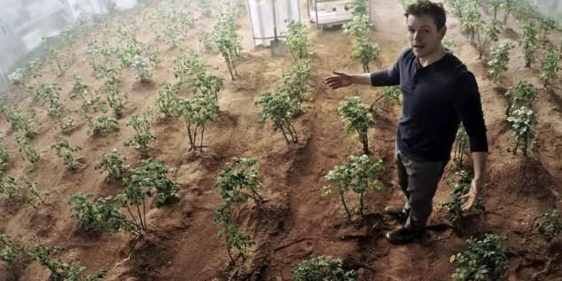 could-we-really-mix-feces-into-martian-dirt-and-grow-potatoes