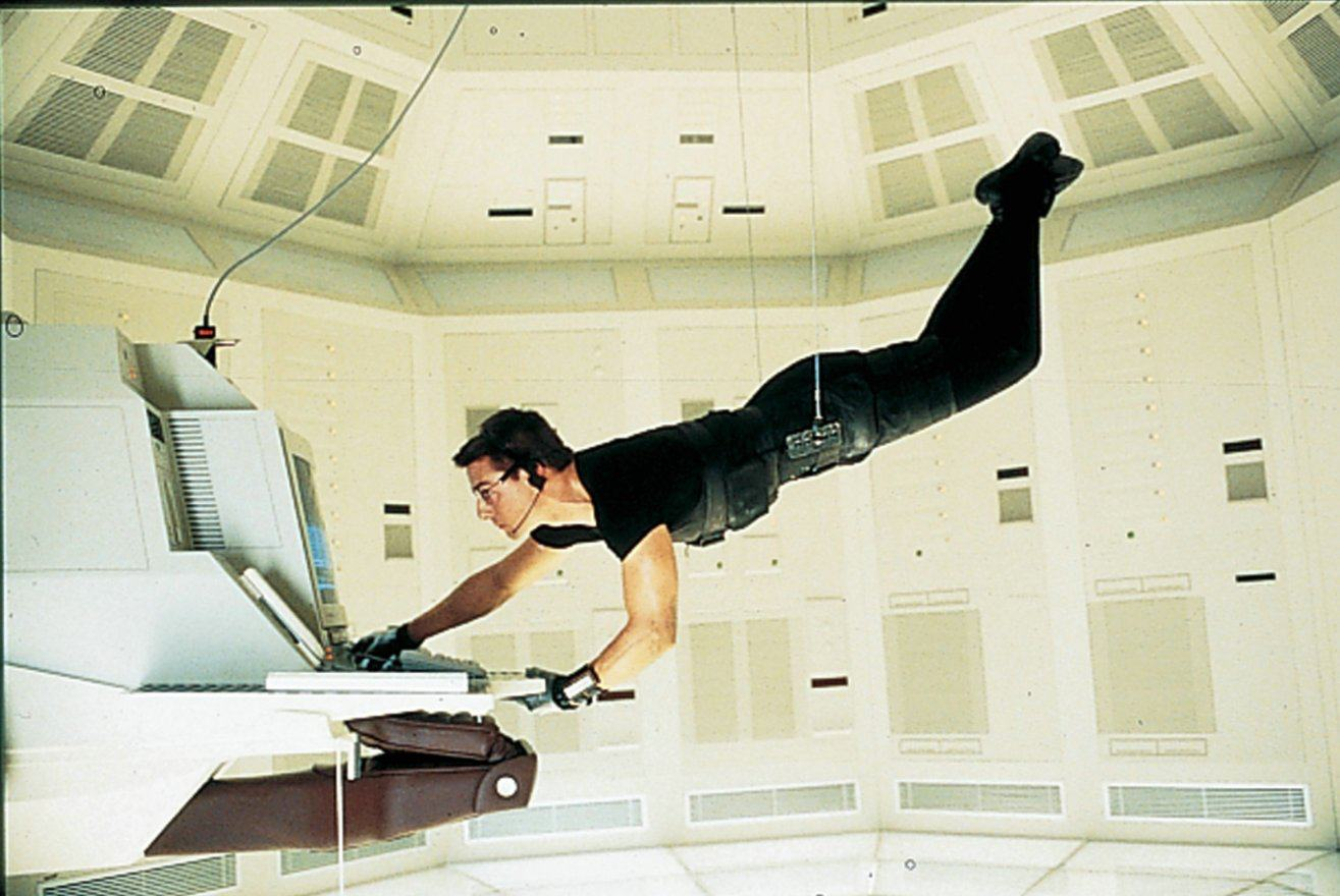 mission-impossible-movie-1996-tom-cruise-hanging-from-ceiling-computer-ethan-hunt