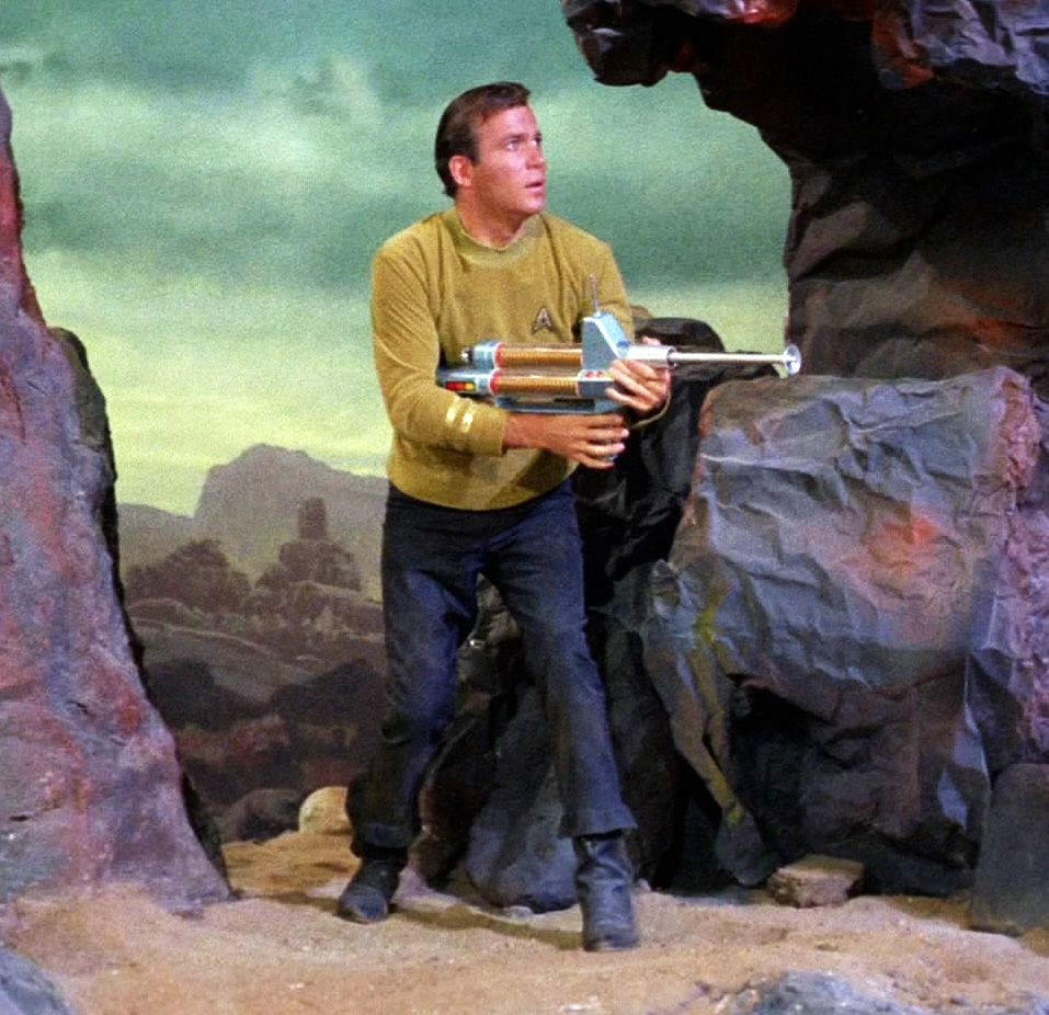 james_t_kirk_with_phaser_rifle
