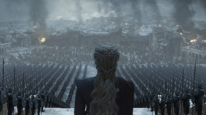 Dany fala com seus exércitos em cena do episódio final de Game of Thrones