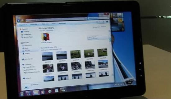 John Curran mostra a nova interface do Windows 7. (Reprodução)