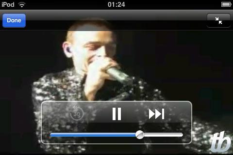 Show ao vivo no iPhone: vocalista fala com a plateia.