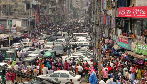 Trânsito em Nairóbi, Quênia. Se eles usassem Google Maps...