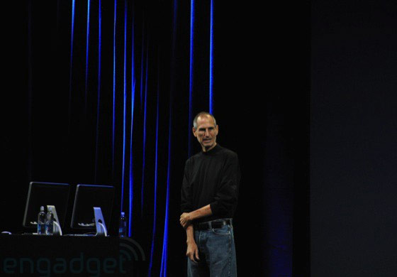 Steve Jobs em seu keynote no Yerba Buena Center. (Engadget)