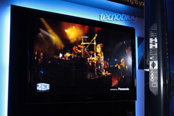 Panasonic Full HD 3D: painel de plasma e menu lateral. Clique para ampliar. (Tecnoblog)