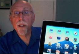 Mossberg e o iPad. (Reprodução/WSJ.com)