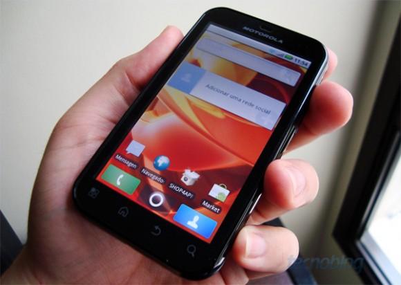 Motorola Defy de 2010 (Imagem: Tecnoblog)