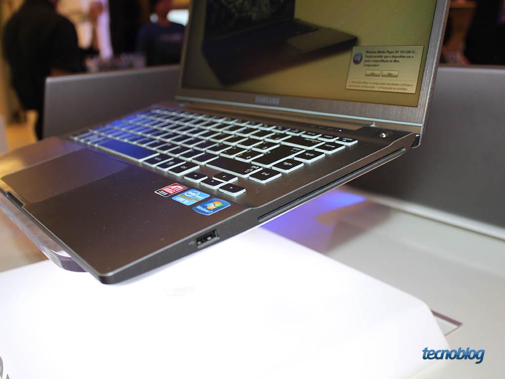 Notebook samsung brasil - Samsung Series 7 Chronos Direita