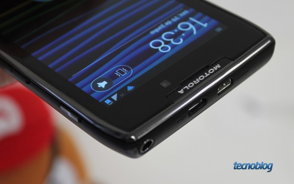 Motorola RAZR MAXX (Foto: Paulo Higa / Tecnoblog)