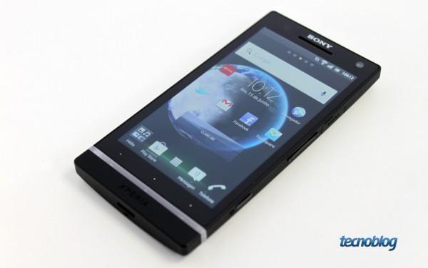 O grande Xperia S: tela de 4,3 polegadas