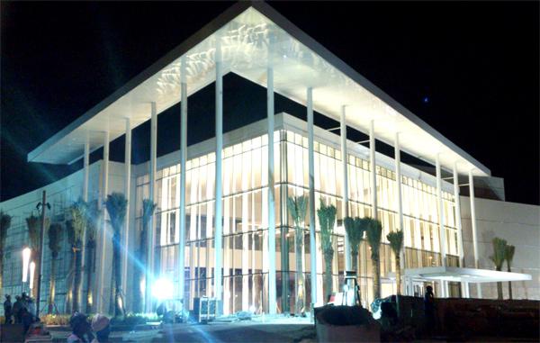 Village Mall na Barra da Tijuca. Seria essa a fachada da Apple Store? (foto: reprodução / TechTudo)
