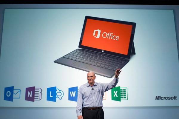 Ballmer no lançamento do Office novo