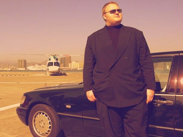 Ele é o chefe: tem limo, helicóptero e mansão. Além de dinheiro, muito dinheiro
