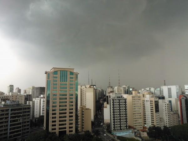 Tempestade se forma na região da Avenida Paulista