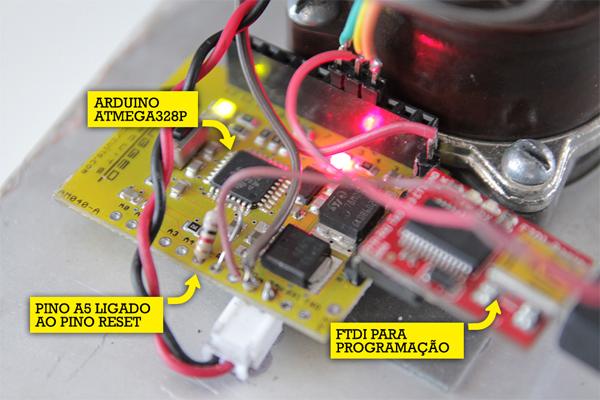 Placa de Arduíno que faz o controle do elevador