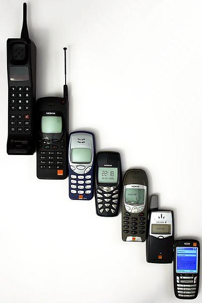 A evolução dos celulares. | Crédito: Anders / Wikimedia.