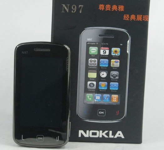 """Um celular """"Nokla N97"""": tão original quanto uma nota de 3 reais.   Crédito: Spazio Cellular."""