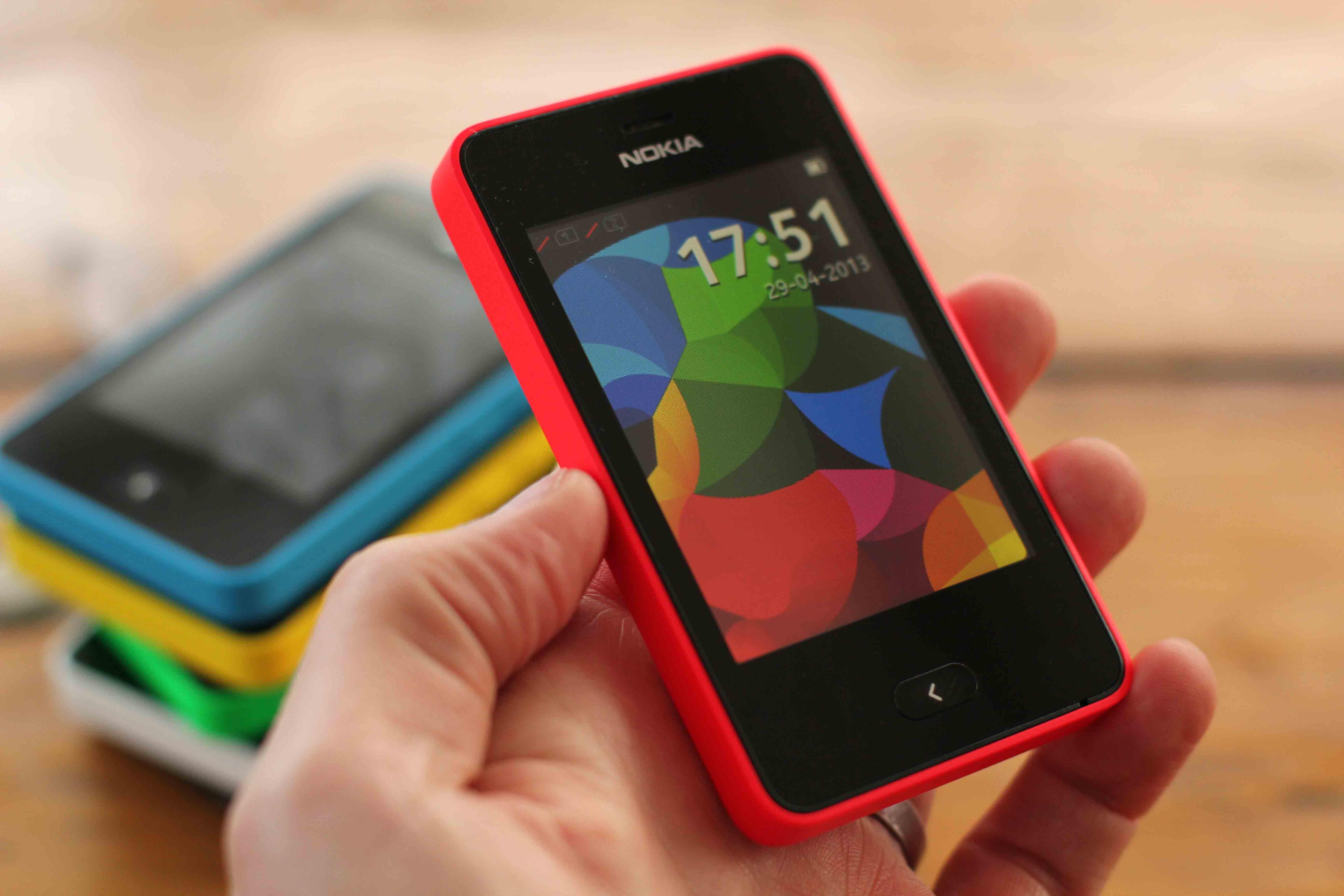 tablet » Asha 501 é o novo smartphone básico de US$ 99 da Nokia
