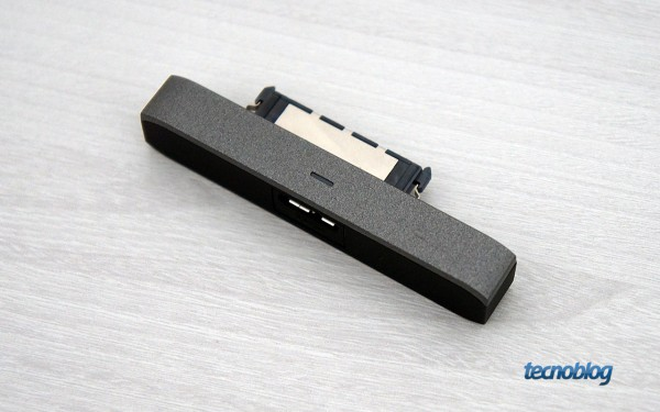 O conector USB é destacável
