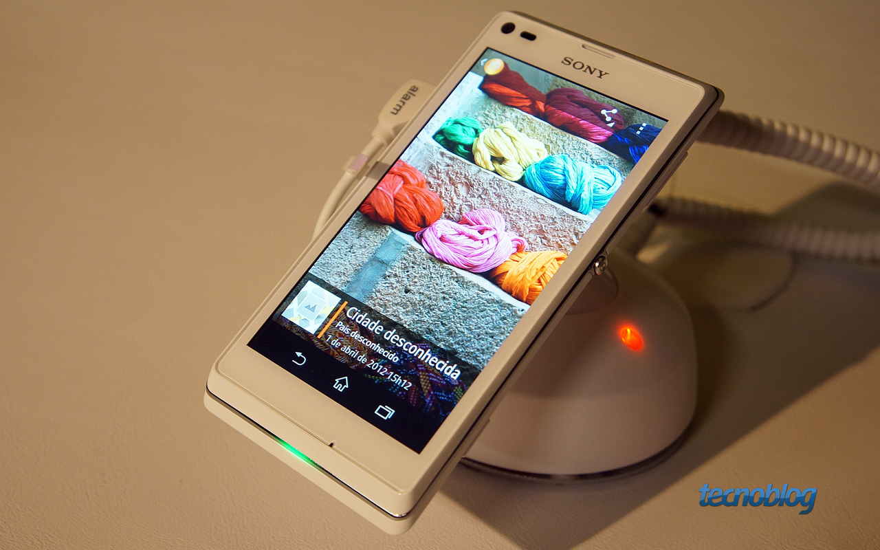 Sony anuncia xperia l e xperia sp no brasil tecnoblog sony xperia l reheart Choice Image