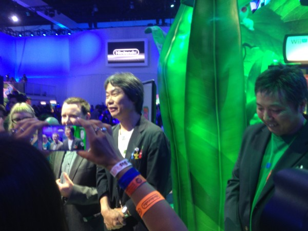 Shigeru Miyamoto, criador de Mario, Zelda, Donkey Kong, e outros; compareceu e tirou dúvidas sobre o novo Pikimin e SM3DW