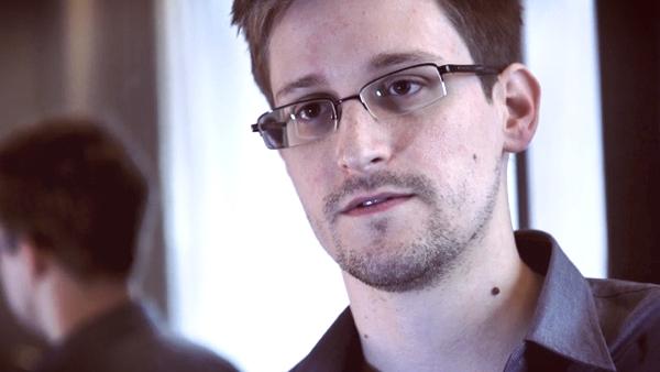 Edward Snowden, delator da espionagem. Esse cara tá ferrado