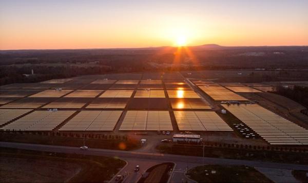 Parque de energia solar da Apple em Maiden - a unidade de Reno deverá ser assim