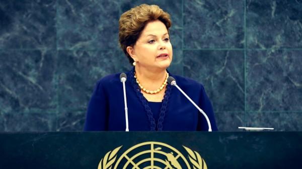Dilma abriu o encontro da Assembleia Geral da ONU (foto das Nações Unidas com tratamento de imagem por Thássius Veloso)
