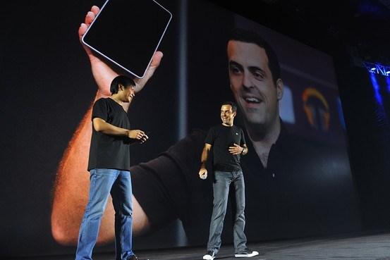 Muy amigos: Hugo Barra com o CEO da Xiaomi durante o lançamento do smartphone Mi3 na semana passada em Beijing