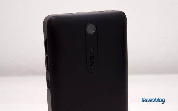 Uma olhada de perto no Asha 501, o celular de R$ 329 da Nokia que quer ...