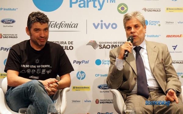 Paco Ragageles, cofundador da Campus Party (à esquerda) e Antonio Carlos Valente, presidente da Telefônica Vivo, patrocinadora do evento (à direita)