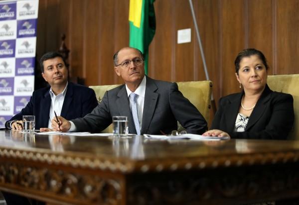 Fábio Coelho, presidente do Google Brasil (à esquerda), o governador Geraldo Alckmin e Rosania Morroni, subsecretária da Secretaria de Educação - Crédito: A2 Fotografia / Gilberto Marques