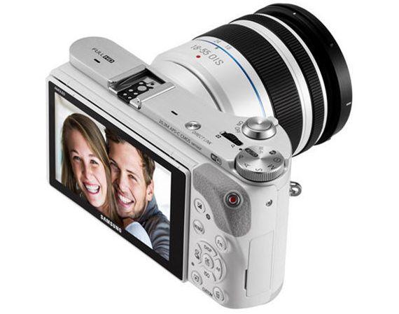 A câmera NX300M é o primeiro produto comercial da Samsung compatível com Tizen OS