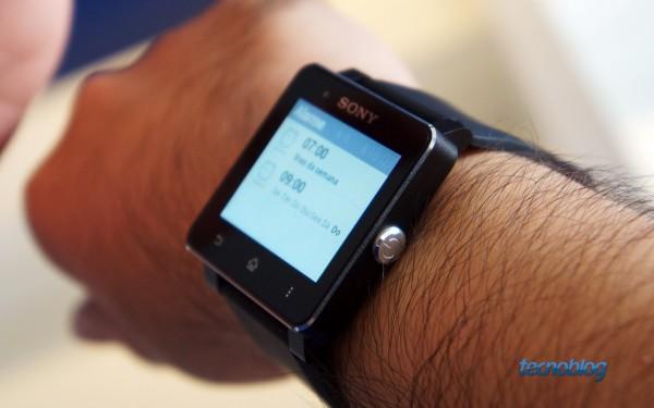 Sim, eu sou canhoto e uso o relógio no braço direito