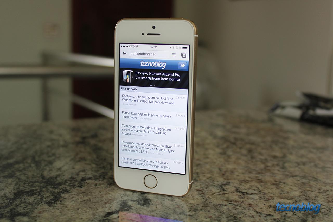 0cae9522230 Em setembro, a Apple lançou uma nova linha de iPhones. Nova linha porque  foram dois aparelhos: o iPhone 5c, quase idêntico ao iPhone 5 em termos de  hardware ...