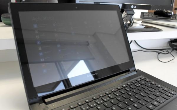 Quase não dava para ver as coisas na tela. A Lenovo disse que corrigiu o problema depois que a máquina foi devolvida.