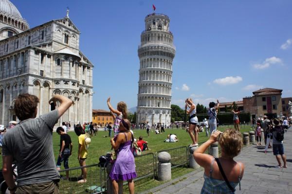 Lembrar dos turistas fazendo a mesma pose vale mais a pena que tirar uma foto igual à de todo mundo?