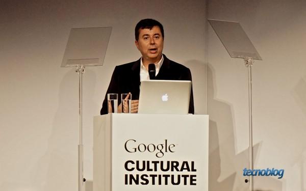 Fabio Coelho, diretor do Google no Brasil, apresentando as novidades do Cultural Institute