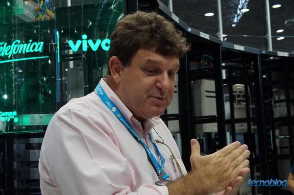 O diretor de redes da Vivo, Ari Falarini, acompanhou nosso rolezinho pelo Ovni.