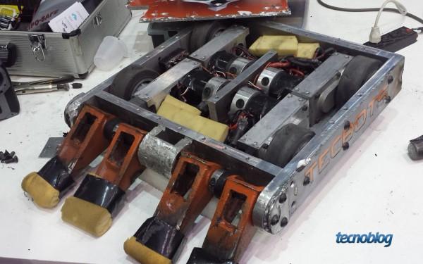 Orion e seus motores. Na parte frontal, a rampa de impacto com dentes separados, que foi a escolhida para a semi-final