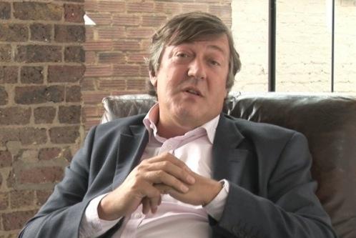 Dizendo apenas o seu nome, mas Stephen Fry foi o primeiro a contribuir
