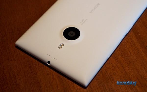 Dois flashes LED, quatro microfones e lentes Carl Zeiss no Lumia 1520