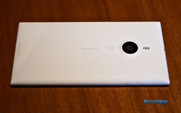 Lumia 1520 se parece mais com o Lumia 925 (e a traseira não é removível)