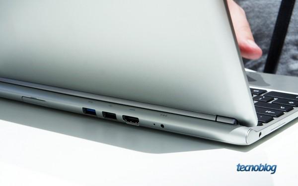 As portas USB e HDMI ficam na traseira