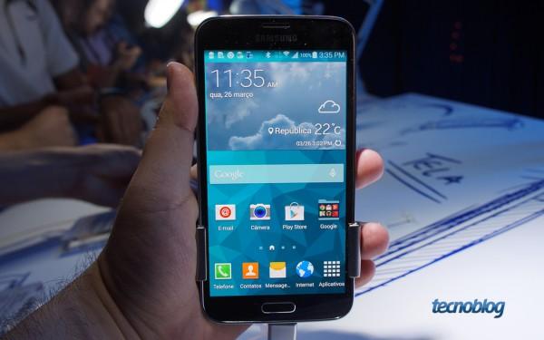Este é o Galaxy S5, que chega ao Brasil por 2.599 reais